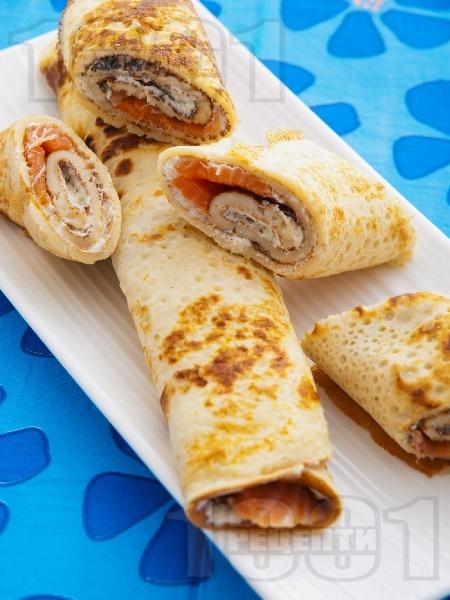 Солени палачинки със сьомга и крема сирене - снимка на рецептата